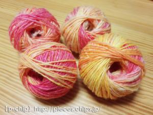 オレンジピンクのポルワスを紡いだもの