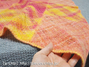 はぎ合わせて縮絨したバイアス織りのショール